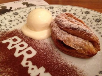 cafe rrroom puff pastry apple pie with melting icecream and cinnamon stencil